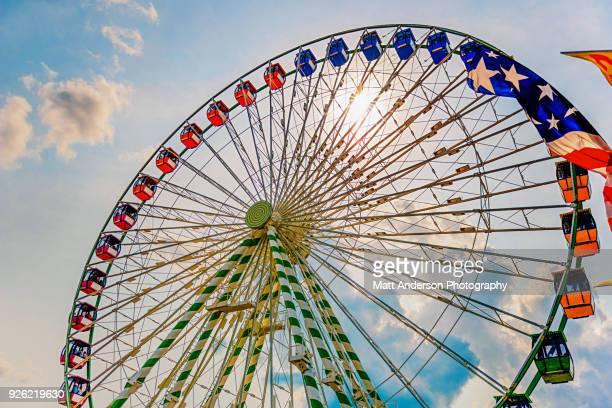 ferris wheel ride at state fair carnival - milwaukee stock pictures, royalty-free photos & images