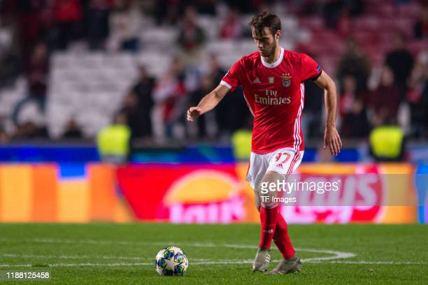 Ferro of SL Benfica controls the ball during the UEFA Champions League group G match between SL Benfica and Zenit St Petersburg at Estadio da Luz on...