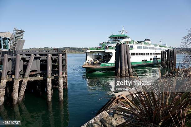 ferry arrives in bremerton washington - kitsap county washington state stock pictures, royalty-free photos & images