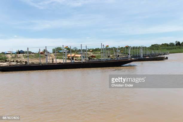 ferry at the rio mamoré - bandera boliviana fotografías e imágenes de stock