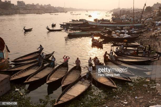 ferry boats near sadar ghat, buriganga river, dhaka, bangladesh - capital cities stock pictures, royalty-free photos & images