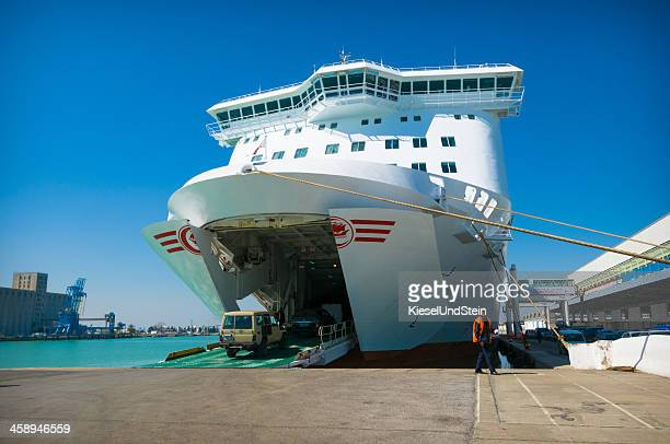 ferry loading - quayside stock pictures, royalty-free photos & images