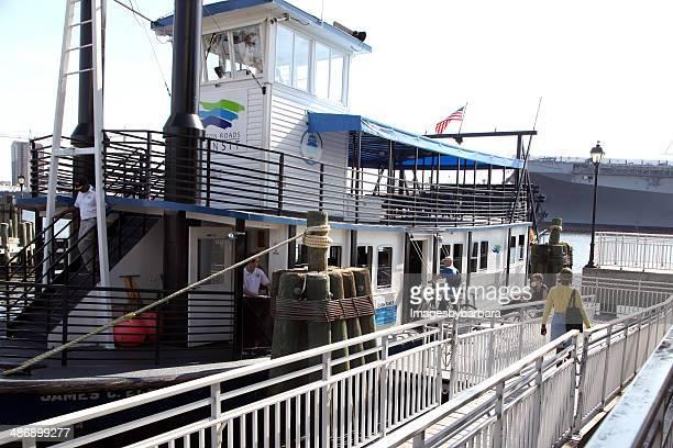 ferry loading - norfolk virginia stockfoto's en -beelden