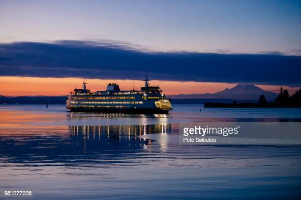 ferry on puget sound at sunset, bainbridge, washington, united states - bainbridge island stock pictures, royalty-free photos & images