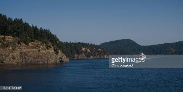 ferry sailing between islands - ferry stock pictures, royalty-free photos & images
