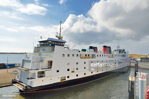 Schulpengat TESO ferry no porto da balsa da Ilha Texel
