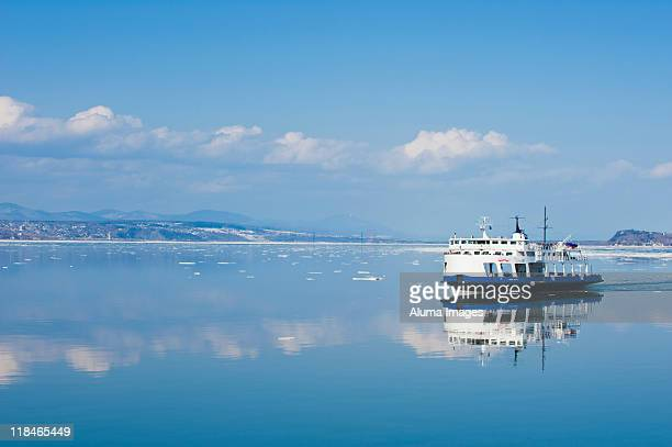 ferry service on the st.lawrence river near quebec - ferry stock pictures, royalty-free photos & images