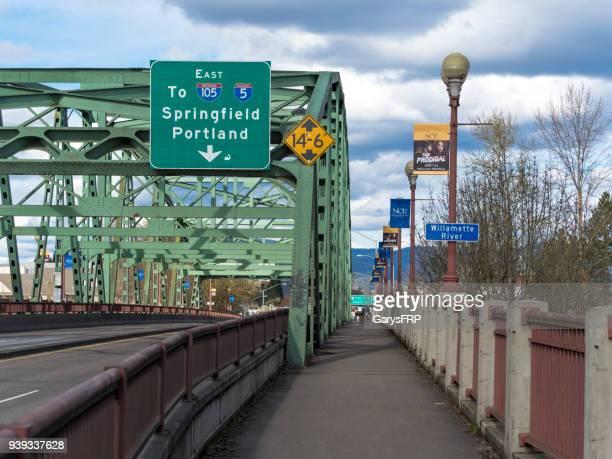 ferry street bridge sign oregon i-105 interstate 5 with sidewalk - eugene oregon stock photos and pictures