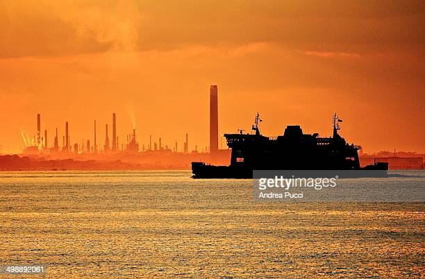 Ferry to the Isle of Wight passing near the Fawley Refinery located at Fawley, Hampshire, England. This is the largest oil refinery in the United...