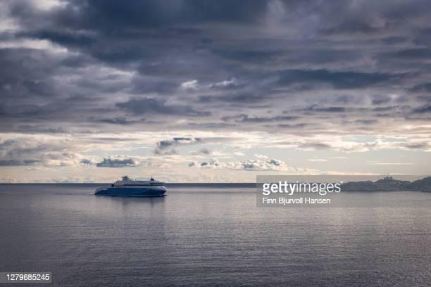 ferry traffic between larvik norway and hirtshals denmark. stavern lighthous in the bakckground - finn bjurvoll foto e immagini stock