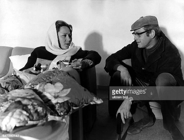 Fersehserie 'Einmal im Leben`Szene mit Fritz Lichtenhahn und AntjeHagen als Herr und Frau Semmeling 1972