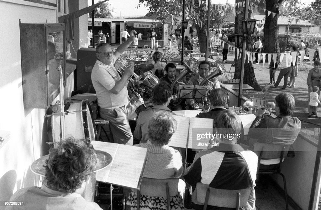 DDR - Mansfelder Land - Gartenfest Pictures   Getty Images