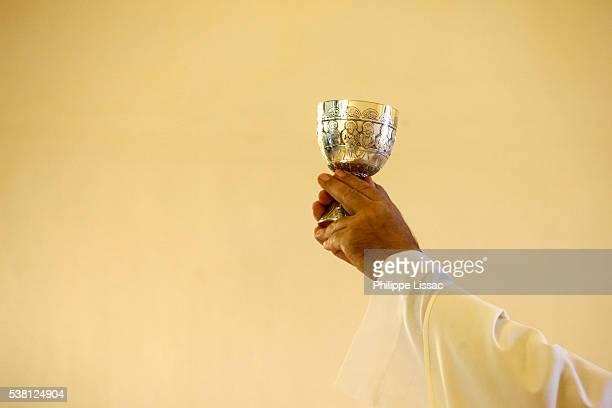 festa della lizza celebration in santa maria dell'alizza church, alezio, apulia - religious mass stock pictures, royalty-free photos & images