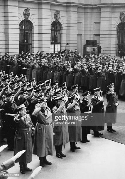 Festakt im Lichthof des Zeughauses inBerlin erste Reihe von rechts AdolfHitler Hermann Göring Erich RaederWalther von Brauchitsch Wilhelm...