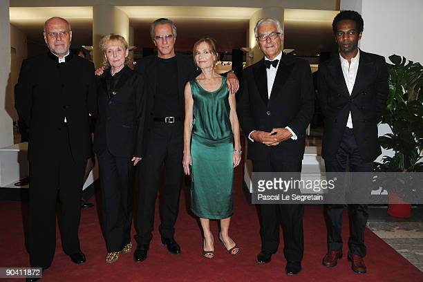 Festival Director Marco Mullerdirector Claire Denis with actor Christopher Lambert and actress Isabelle Huppert Venice Biennale President Paolo...