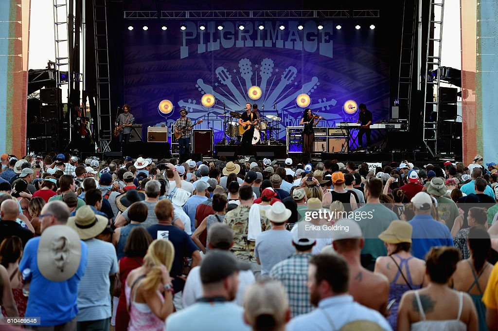 Festival goers watch Jason Isbell perform onstage at the Pilgrimage Music & Cultural Festival - Day 2 on September 25, 2016 in Franklin, Tennessee.