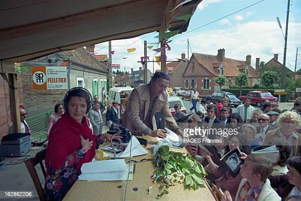 Festival In YvoyLeMarron En juin 1971 lors d'un festival à Yvoy le Marron organisé par Jean PROUVOST la speakerine et journaliste française AnneMarie...