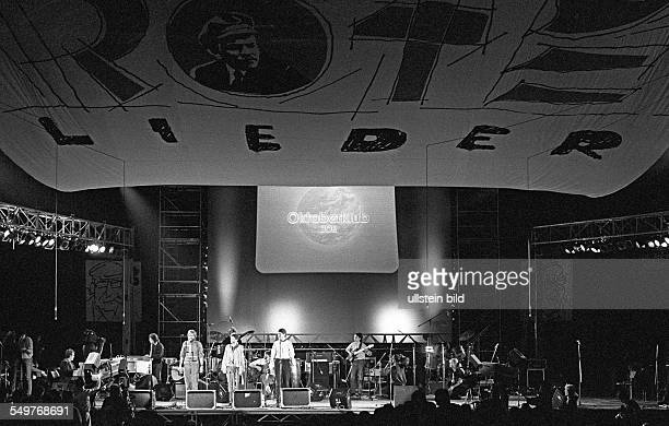 Festival of Political Songs in East Berlin: the band Oktoberclub performing on stage