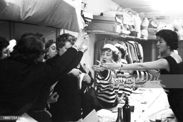 Festival Of The Catherinettes Single Women Under 25 France le 25 novembre 1955 les femmes célibataires de vingtcinq ans sont à l'honneur le jour de...