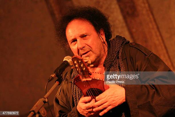 Festival Vesuvian Villas 2015 Enzo Avitabile in concert The artist has performed in a live acoustic guitar accompanied by Gianluigi Di Fenza...