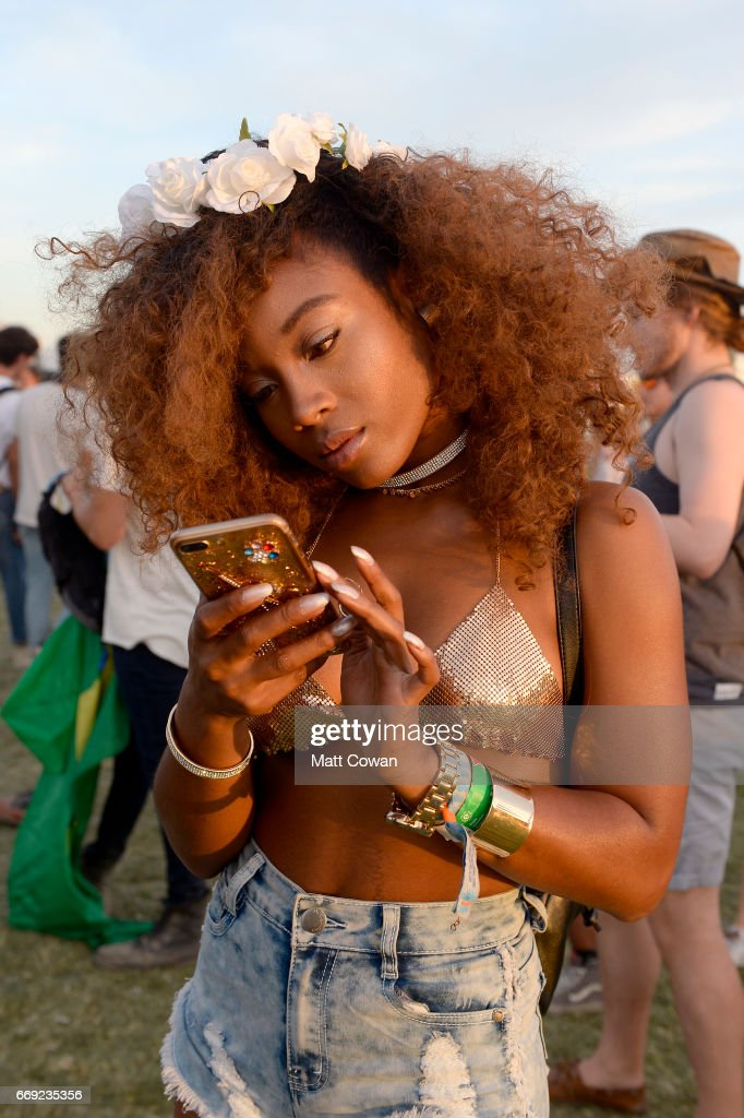 Street Style At The 2017 Coachella Valley Music And Arts Festival - Weekend 1 : News Photo