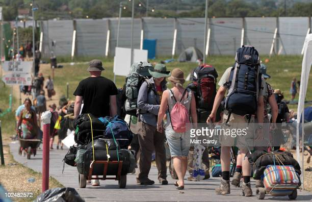 Festivalgoers leave the 40th Glastonbury Festival at Worthy Farm Pilton on June 28 2010 in Glastonbury England Many thousands of revellers began...