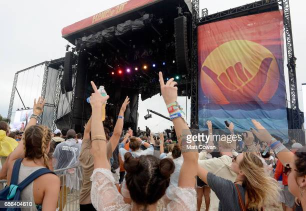 Festivalgoers watch the Shaggy performance at the Hangout Stage during 2017 Hangout Music Festival on May 21 2017 in Gulf Shores Alabama