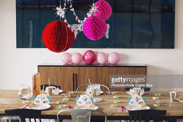 festive birthday party decorations - capela imagens e fotografias de stock