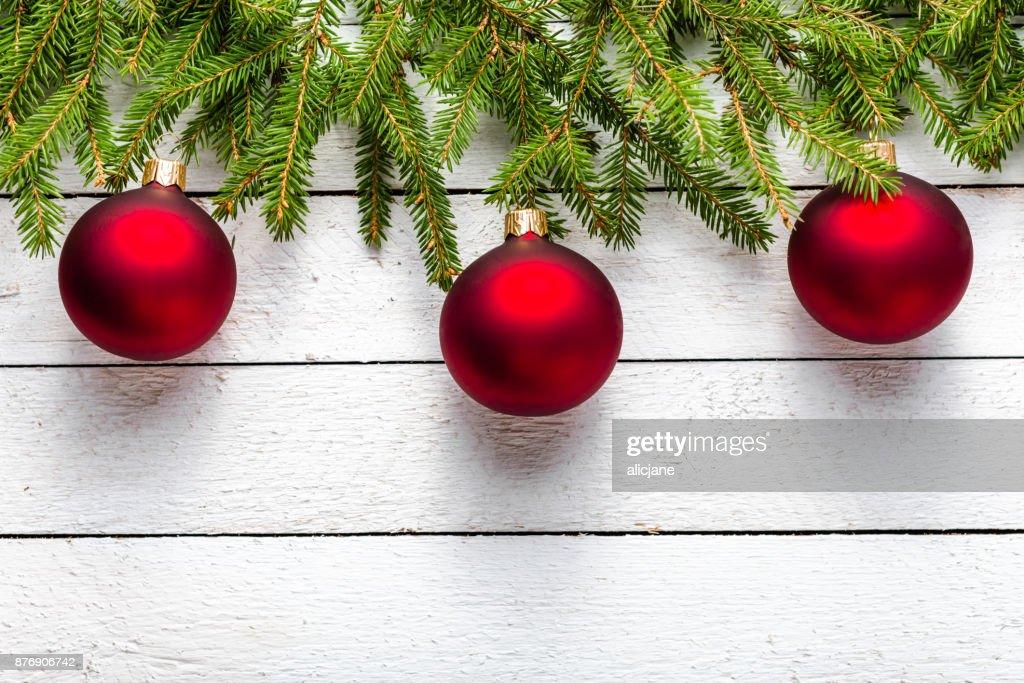 Festliche Weihnachten Grenze Mit Roten Kugeln Auf Tannenzweigen Und ...