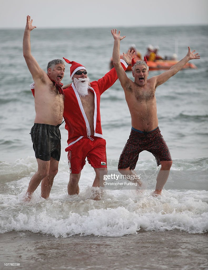 Enthusiasts Enjoy An Annual Boxing Day Dip In Freezing Temperatures : News Photo