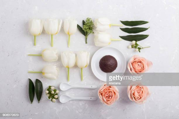 Festive table with pink roses and white tulips knolling style