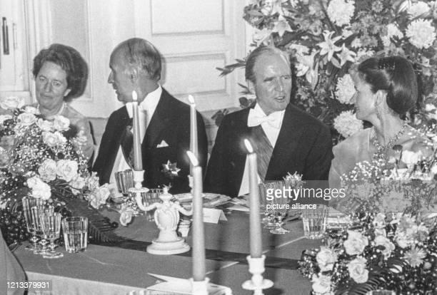 Festliches Abendessen Veronika Carstens, Staatspräsident Valery Giscard D'Estaing, Ehefrau Anne-Aymone Giscard.Bundespräsident Karl Carstens gab...