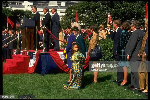 Pres Bush King Hassan Barbara Bush w Lalla Squkania Zinais Meryam Quayles at L