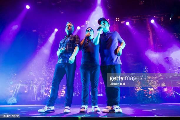 Fettes Brot die deutsche HipHopGruppe mit Dokter Renz MC Koenig Boris MC Bjoern Beton bei einem Konzert in Hamburg Barclaycard Arena Photo by Jazz...