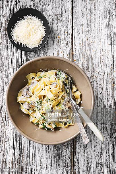 fettuccine with mushrooms, leek and tarragon - leek stock pictures, royalty-free photos & images