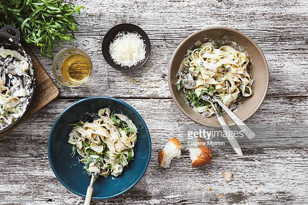 fettuccine with mushrooms, leek and tarragon - italian culture stock pictures, royalty-free photos & images