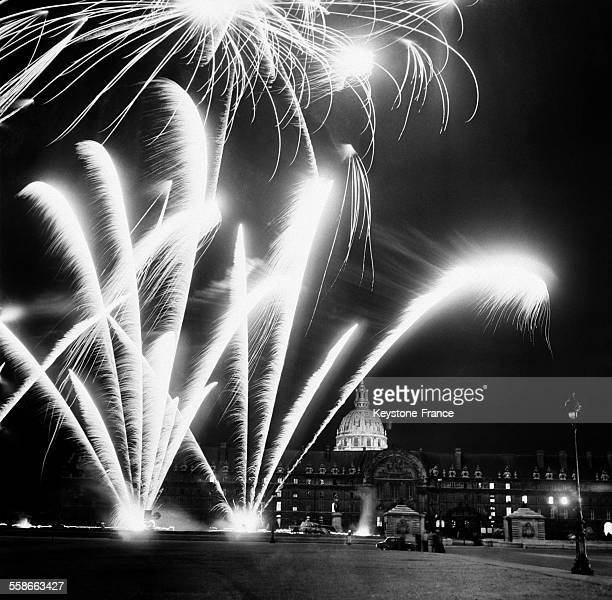 Feu d'artifice aux Invalides à Paris France le 14 juillet 1961