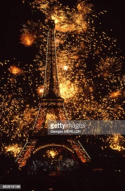 Feu d'artifice pour le 100e anniversaire de la Tour Eiffel 17 juin 1989 à Paris France