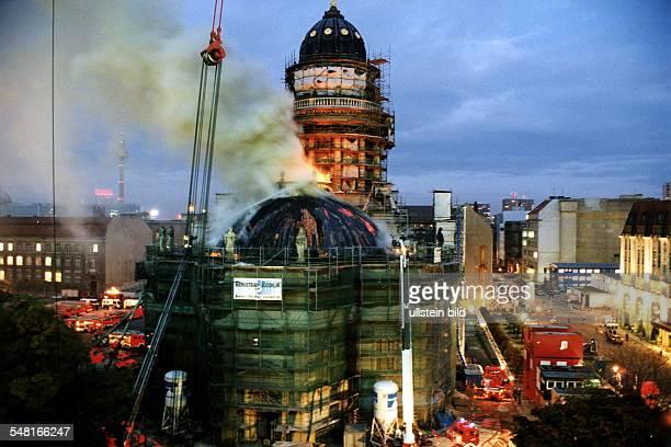 Blick auf die kleinere Kuppel die bei Schweissarbeiten in Brand geraten war