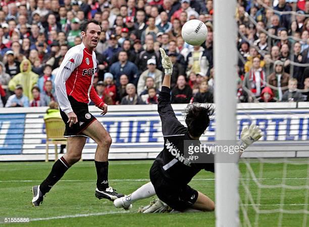 Feyenoord Rotterdam's Bart Goor scores 40 against RKC Waalwijk's goalkeeper Kalid Sinouh during their Dutch premier league match in Rotterdam 24...