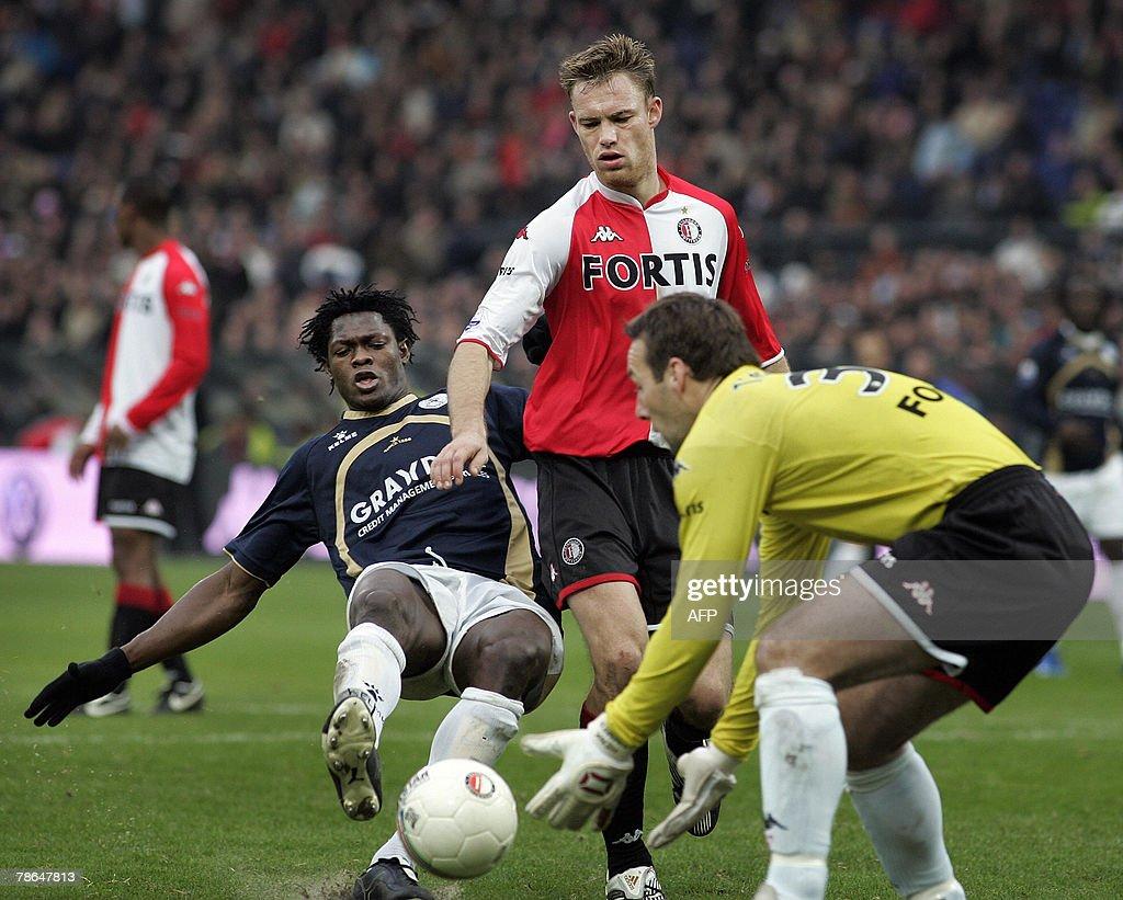 Feyenoord-player Kevin Hofland (C) and g : News Photo