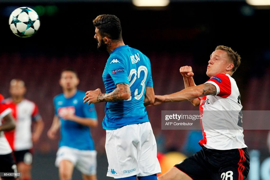Feyenoord's Dutch midfielder Jens Toornstra (R) fights for the ball with Napoli's defender from Albania Elseid Hysaj during the UEFA Champion's League Group F football match Napoli vs Feyenoord Rotterdam on September 26, 2017 at the San Paolo stadium in Naples. Napoli won 3-1. / AFP PHOTO / Carlo Hermann