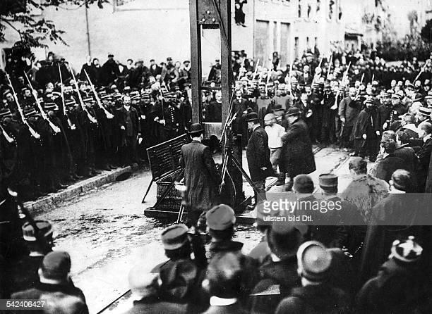 Öffentliche Hinrichtung eines Raubmörders mit einer Guillotine in Grenoble Frankreich 1929