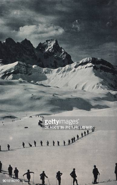 Fiamme Gialle alternate defending Alpine boundaries and climbing exercises photo from L'illustrazione Italiana year LXI n 9 March 4 1934