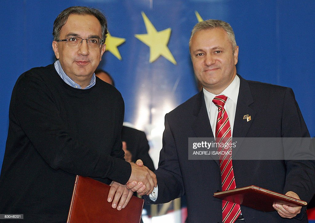 Fiat chairman Sergio Marchionne (L) and : News Photo