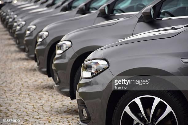 Fiat vehículos en el estacionamiento sin servicio de valet