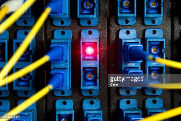 Glasfasern switch panel mit roten laser beam