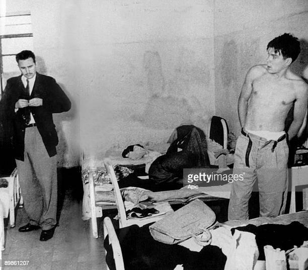 Fidel Castro and Ernesto Che Guevara in Miguel Schultz jail in Mexico city in junejuly 1956 This photo may be the 1st one showing Castro and Guevara...