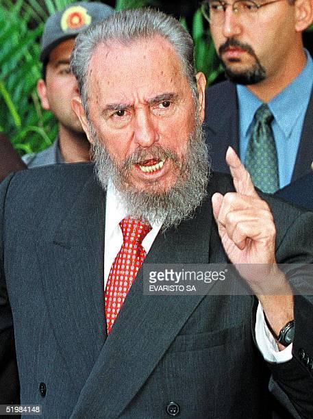 Fidel Castro answers questions from reporters in Brasilia Brazil 03 Septemeber 2001 El presidente de Cuba Fidel Castro contesta a una pregunta de un...