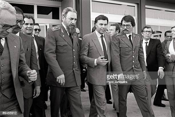 ¿Cuánto mide Fidel Castro? - Altura - Real height Fidel-castro-visits-spain-commander-fidel-castro-with-felipe-gonzalez-picture-id89455912?s=612x612